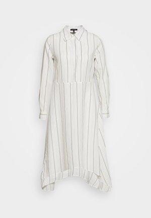 THE ASYM SHIRT DRESS - Vestido camisero - white