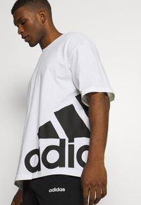 adidas Performance - BOXBOS TEE - T-shirt med print - white/black - 3