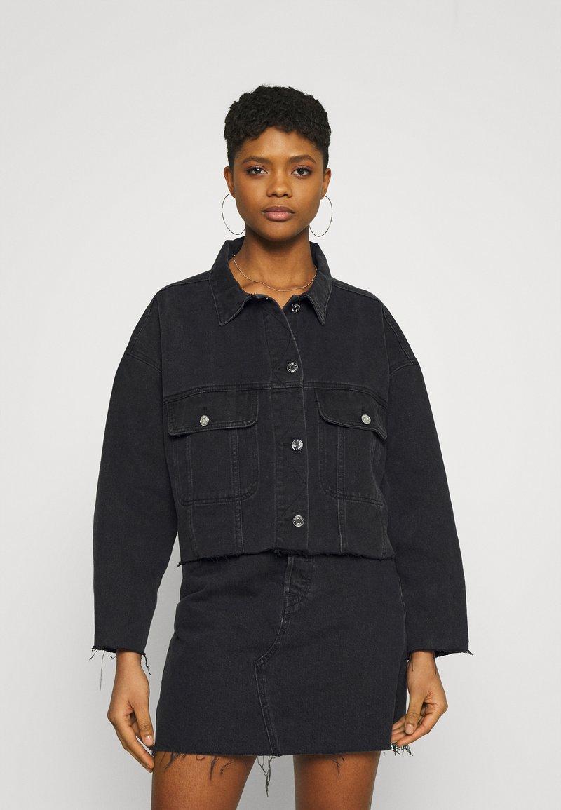 Missguided - PLEAT BACK OVERSIZED 80S JACKET - Denim jacket - black