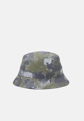 OUTDOOR UTILITY BUCKET - Hat - olive