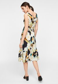 comma - MIT ALLOVER-PRINT - Day dress - navy faded flower - 2