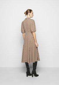 Diane von Furstenberg - NELLA - Denní šaty - chain caffe - 2