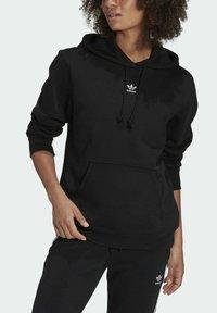adidas Originals - ORIGINALS ADICOLOR SWEATSHIRT HOODIE - Bluza z kapturem - black - 3