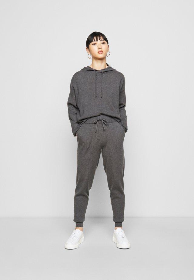 SET - Stickad tröja - dark grey