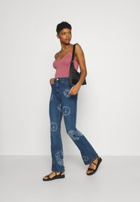 BDG Urban Outfitters - NOVELTY - Flared Jeans - mid vintage - 1