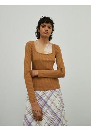 VALERIA - Long sleeved top - braun