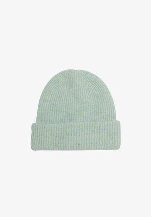Beanie - light green knit