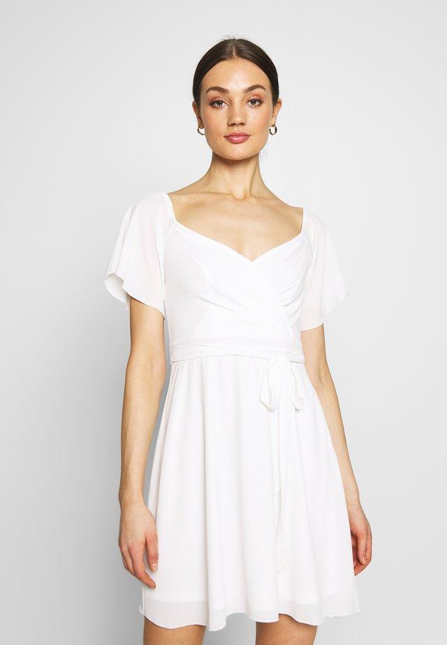 LUSCIOUS DRESS - Sukienka koktajlowa - white