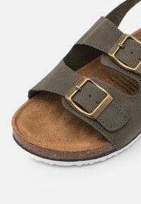 Cotton On - THEO UNISEX - Sandals - beatle green - 5
