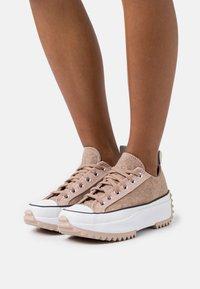 Converse - RUN STAR HIKE - Zapatillas - salt pink/black/white - 3