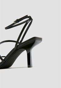 PULL&BEAR - Sandály na vysokém podpatku - black - 3