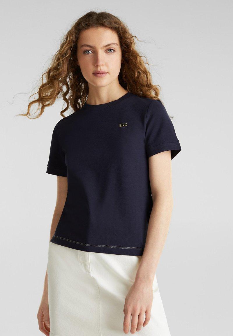 edc by Esprit - KASTIGES PIQUÉ-SHIRT, 100% BAUMWOLLE - Basic T-shirt - navy
