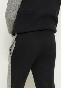 Jordan - AIR SPECKLE PANTS - Pantaloni sportivi - black - 6