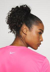 Nike Performance - MILER - Camiseta estampada - pink glow/silver - 3
