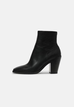 AXEL - Korte laarzen - black