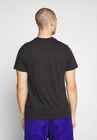 Nike Sportswear - TEE JUST DO IT - Triko spotiskem - black/mystic red/indigo fog/platinum - 2