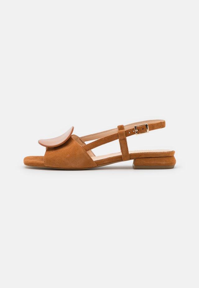 ONICE - Sandalen - brown