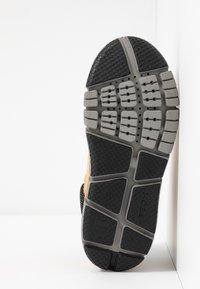 Geox - FLEXYPER BOY ABX - Sneakersy wysokie - dark yellow/royal - 5
