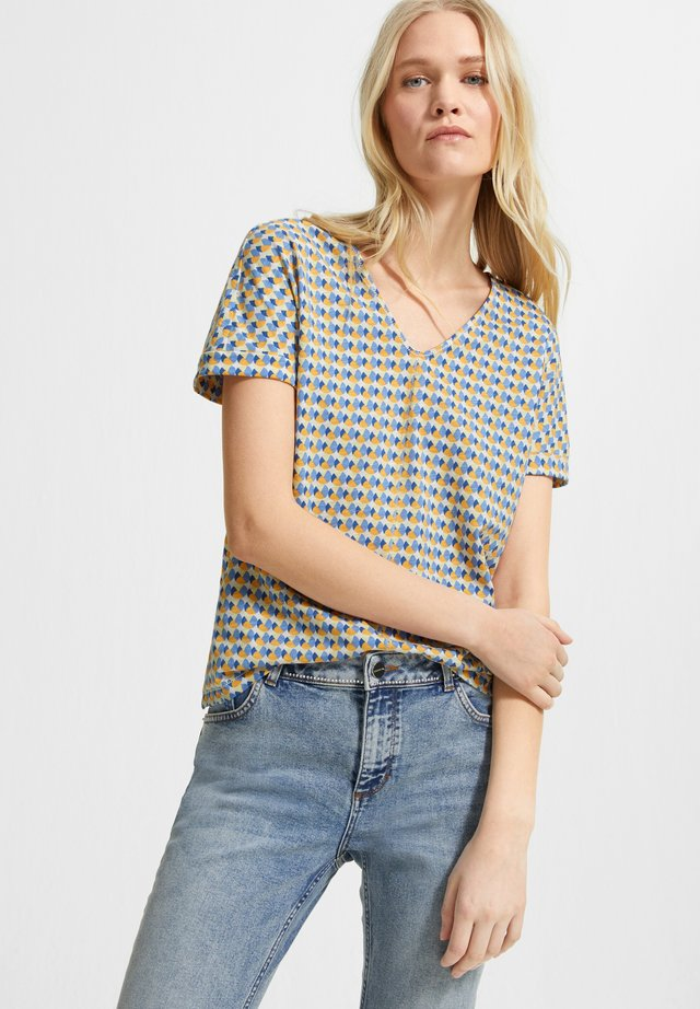 MIT ALLOVER-PRINT - Print T-shirt - white triangle in dots