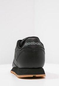 Reebok Classic - CLASSIC LEATHER LOW-CUT DESIGN SHOES - Tenisky - black - 3