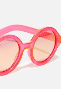 Molo - SHELBY - Sunglasses - neon coral - 3