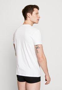Levi's® - SOLID CREW 2 PACK - Undershirt - white - 2