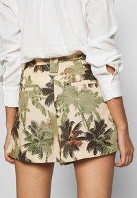 Superdry - DESERT STRIPE - Shorts - brown palm - 5