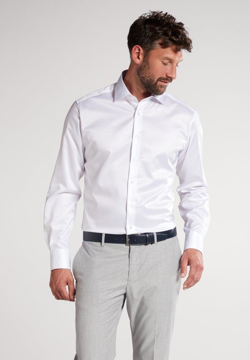 Eterna - FITTED WAIST - Formal shirt - white