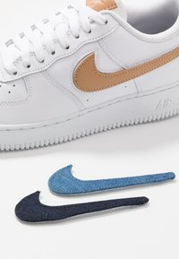 Nike Sportswear - AIR FORCE 1 '07 LV8  - Zapatillas - white/obsidian - 6
