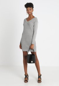 Object - OBJDEAH DRESS - Pletené šaty - light grey melange - 1