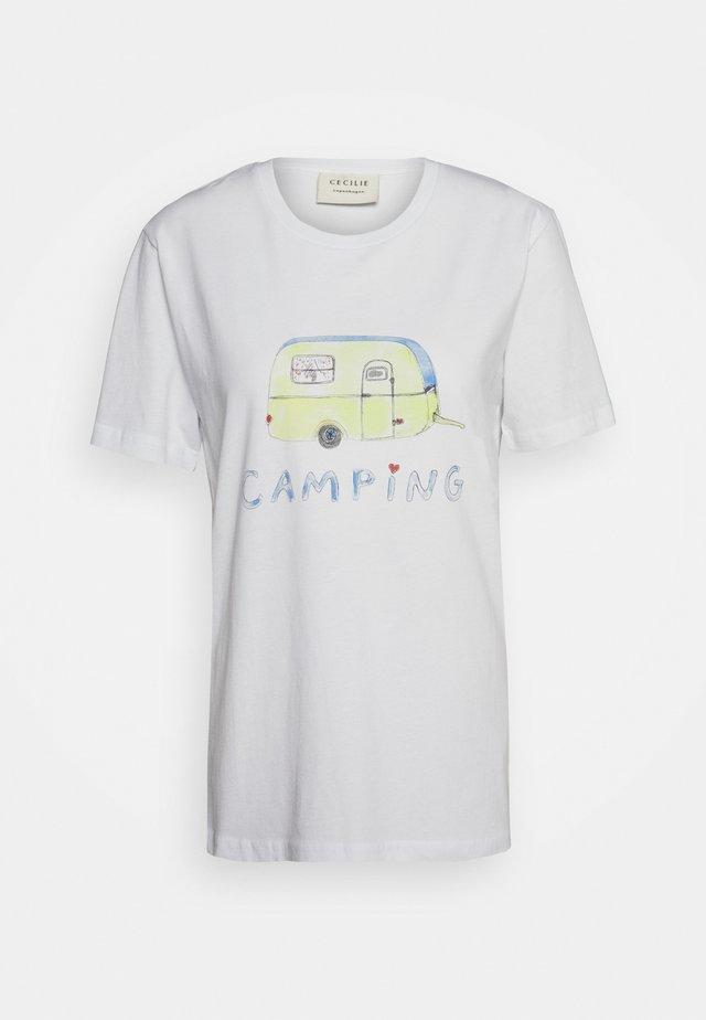 BOBBI - T-shirt z nadrukiem - white
