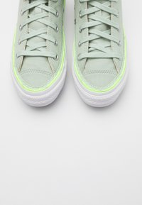Converse - CHUCK TAYLOR ALL STAR - Baskets montantes - green oxide/ghost green/white - 5