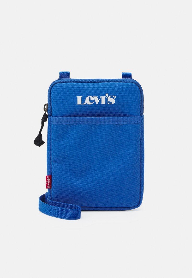 Levi's® - MINI CROSSBODY UNISEX - Taška spříčným popruhem - jeans blue