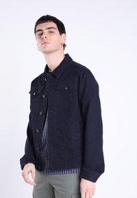 BONOBO Jeans - MIT TASCHEN - Giacca di jeans - denim stone - 0