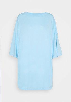HUGE - Basic T-shirt - light blue
