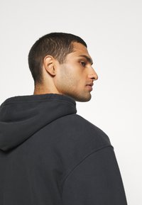 Levi's® - RELAXED GRAPHIC ZIPUP - Zip-up hoodie - jet black - 5