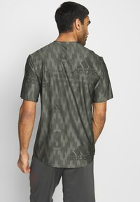adidas Performance - CITY TEE - T-shirts med print - green - 2