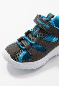 KangaROOS - KI-ROCK LITE - Sandalen - steel grey/brillant blue - 2