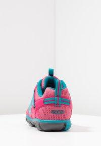 Keen - CHANDLER CNX - Hiking shoes - bright pink/lake green - 4