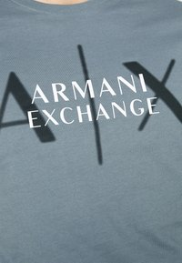 Armani Exchange - T-shirt med print - stormy weather - 5