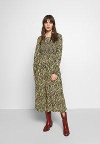 Moss Copenhagen - CELINA MOROCCO SMOCK DRESS - Day dress - celina - 0