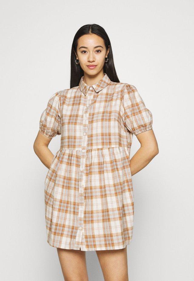 CHECK SHORT SLEEVE SHIRT DRESS - Shirt dress - brown