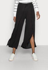 Cream - ALLIE PANTS - Kalhoty - pitch black - 0