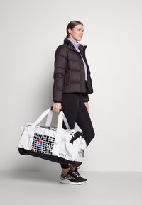The North Face - BASE CAMP DUFFEL IC - Sports bag - white/black - 0