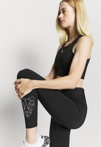 Puma - TRAIN - Leggings - black/white - 3