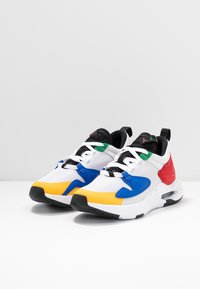 Jordan - JORDAN AIR CADENCE - Sneakers - white/game royal/black/gym red/pine green - 4