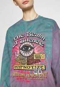 BDG Urban Outfitters - REALM OF SILENCE TIE DYE CREWNECK - Sweater - green - 5