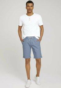 TOM TAILOR DENIM - Shorts - blue white dobby - 1