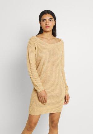 AYVAN OFF SHOULDER JUMPER DRESS - Robe pull - sand