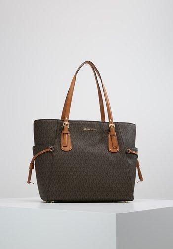 VOYAGER SIGNATURE TOTE - Handbag - brown